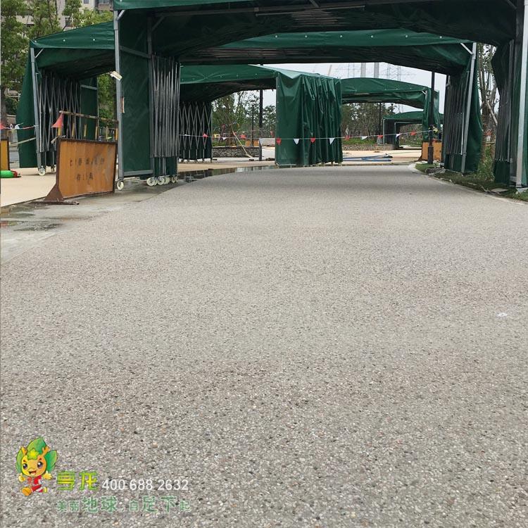 彩色聚合物砾石混凝土路面  呈现在脚下的艺术